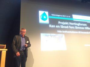 Ingemar Alenä berättade om fiskets utveckling i Ätran efter att vandringsvägar iordningställdes.